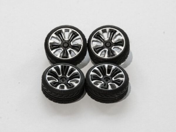 DS Design Felge D05 Ring: Silber / Kern: Schwarz | Profilreifen