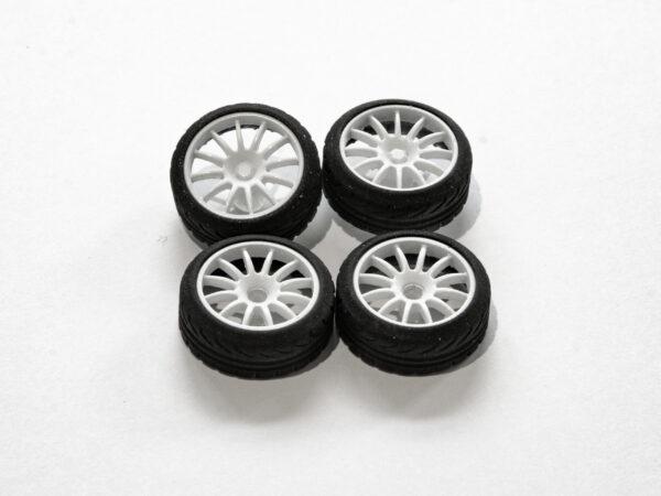 DS Design Felge D19 Weiss glänzend / Profilreifen