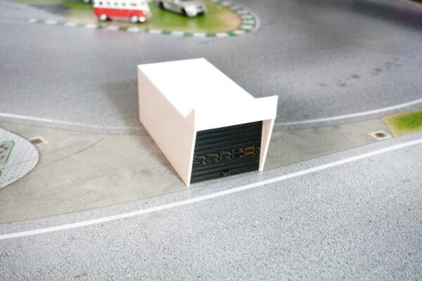 boxengarage-betongrau-mit-tor-1